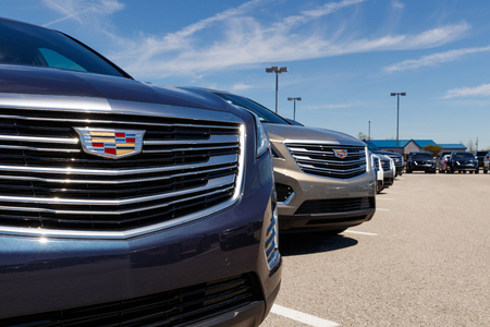 Photo pour Noblesville - Circa April 2019: Cadillac Automobile Dealership. Cadillac is the Luxury Division of General Motors III - image libre de droit