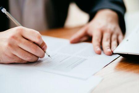 Photo pour Businessman filling document, signing contract - image libre de droit