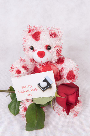 Photo pour Love Bear with hearts rose and card happy valentine \ 's day - image libre de droit