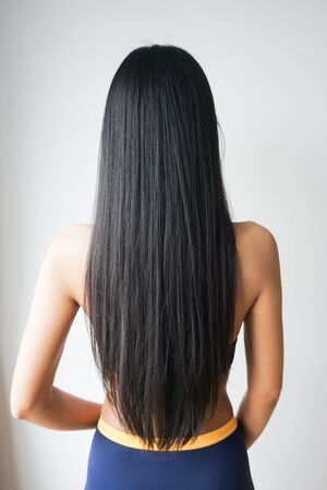 Photo pour Back view of woman with beautiful long straight black hair. - image libre de droit
