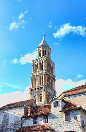 campanario de la Catedral de San duje  Split en Croacia