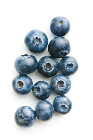 Photo pour Tasty blueberries isolated on white background. Blueberries are antioxidant organic superfood. - image libre de droit
