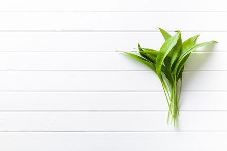 Foto de Fresh ramsons leaves. Wild garlic leaves. Healthy vegetable. - Imagen libre de derechos