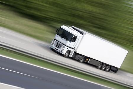 Foto de White truck on highway (blur background) - transportation - Imagen libre de derechos