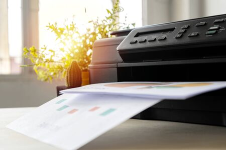 Photo pour The printer is fully functional,Located on the desk. Is important in the office to present the work and success of the work. - image libre de droit