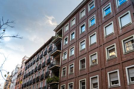 Photo pour Cityscape with luxury residential apartment buildings in Madrid - image libre de droit