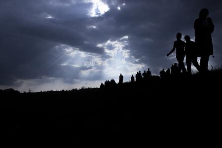 Foto de Sun rays illuminate people. Immigration of people. - Imagen libre de derechos