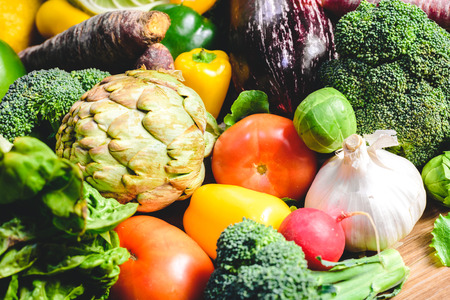 Photo pour Vegetables, best health foods, radishes, onions, garlic, peppers, cabbage, broccoli. - image libre de droit