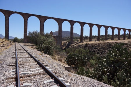 Padre Tembleque 16th century aqueduct in Mexico