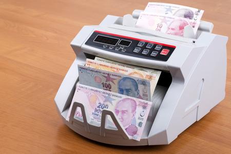 Photo pour Turkish Lira in a counting machine - image libre de droit