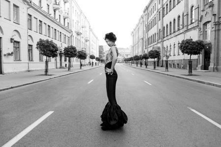 Foto de Very beautiful girl in retro style is on the street - Imagen libre de derechos