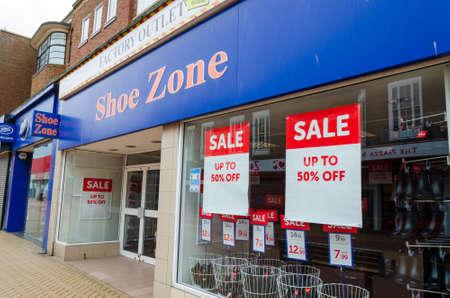 Photo pour Rhyl, Denbighshire; UK: Feb 21, 2021: Shoe Zone have a store on the High Street in Rhyl - image libre de droit