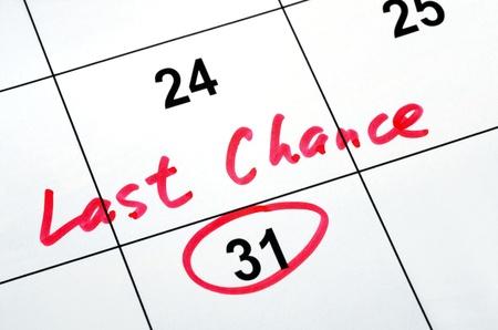Photo pour Circle the calendar concept of last chance and deadline - image libre de droit