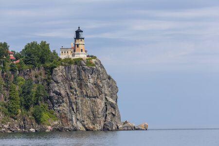 Photo pour Split Rock Lighthouse On Lake Superior - image libre de droit