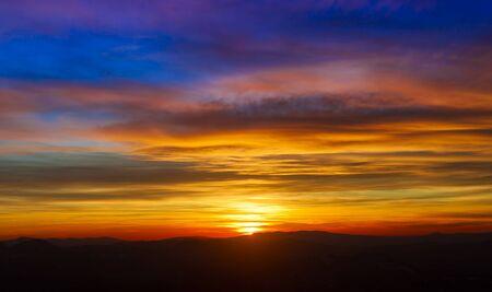 Photo pour beautiful sunset sky and clouds - image libre de droit