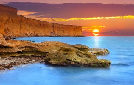 Photo pour Beautiful summer seascape. Sunrise - image libre de droit