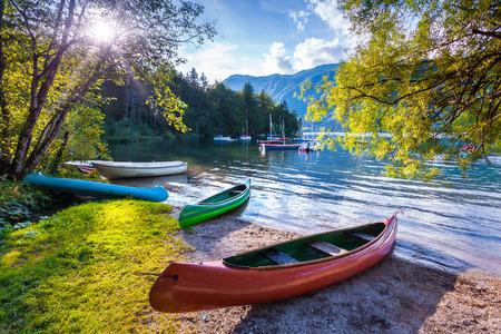 Foto de Bohinj Lake with boats, Triglav National Park, Julian Alps, Slovenia. - Imagen libre de derechos