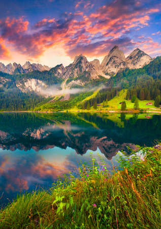 Photo pour Colorful summer sunrise on the Vorderer Gosausee lake in the Austrian Alps. Austria, Europe. - image libre de droit