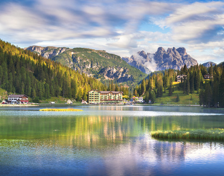 Photo pour Beautiful summer scene on the Misurina lake. Colorful morning view of Dolomite Alps, Tre Cime Di Lavaredo National Park, Italy, Europe. Beauty of nature concept background.  - image libre de droit