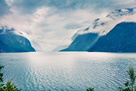 Photo pour Dramatic summer view of Eikesdalsvatnet lake, Nesset Municipality in More og Romsdal county. Great morning scene of Norway, Europe. Beauty of nature concept background. - image libre de droit