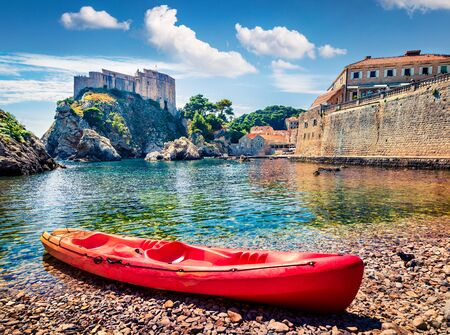 Photo pour Sunny morning view of famous Fort Bokar in city of Dubrovnik. Colorful summer scene of Croatia, Europe. Beautiful world of Mediterranean countries. Architecture traveling background. - image libre de droit