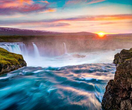 Photo pour Superb summer sunrise on Godafoss Waterfall. Impressive morning scene of Skjalfandafljot river, Iceland, Europe. Beauty of nature concept background. - image libre de droit