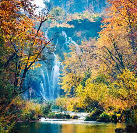 Photo pour Amazing morning view of pure water waterfall in Plitvice National Park. Great autumn scene of Croatia, Europe. Abandoned places of Plitvice lakes series. Beauty of nature concept background. - image libre de droit