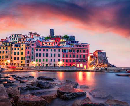 Foto für Calm dawn cityscape of Vernazza port. Exciting summer sunrise on Liguria, Cinque Terre, Italy, Europe. Dramatic seascape of Mediterranean sea. Traveling concept background. - Lizenzfreies Bild