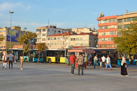 Foto per Istanbul, Turkey - September 16th 2019. Passengers wait for buses at the main bus station in the Moda district of Kadikoy on Istanbul's Asian shore - Immagine Royalty Free