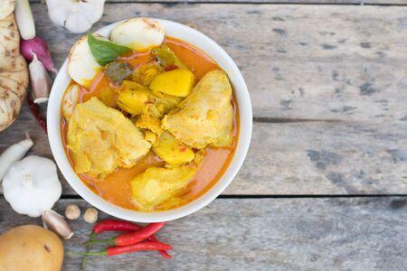 Photo pour Thai chicken curry with potato - image libre de droit