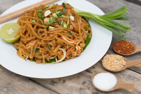 Photo pour Thai food Pad thai , Stir fry noodles in pad thai style - image libre de droit