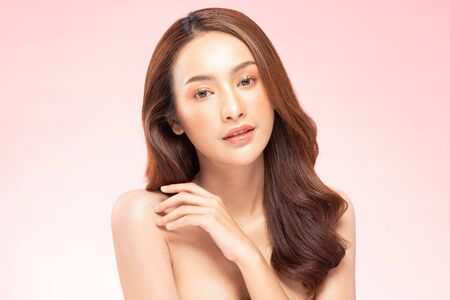 Photo pour Beautiful Asian woman smile with clean and fresh skin Happiness and cheerful with positive emotional,isolated on pink background,Beauty Cosmetics and spa Treatment Concept - image libre de droit