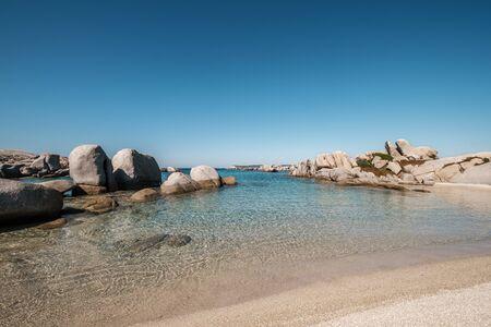 Foto de Large granite boulders and sandy beach on the coast of Cavallo Island n the Lavezzi archipelago of Corsica - Imagen libre de derechos