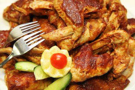 Photo pour grilled chicken wings as very nice food background - image libre de droit