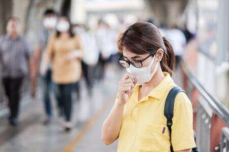 Photo pour young Asian woman wearing protection mask. - image libre de droit