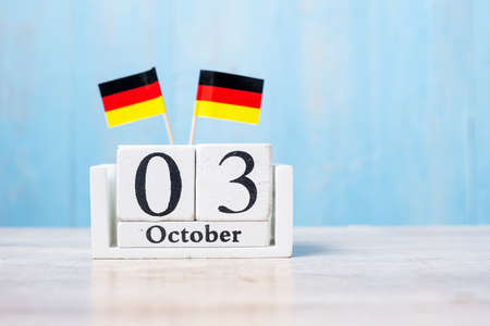 Photo pour Wooden calendar of October 3rd with miniature Germany flags. German Unity Day and happy celebration concepts - image libre de droit
