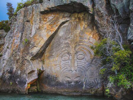 Foto de Mine Bay Maori Rock Carvings in Taupo, North Island, New Zealand - Imagen libre de derechos