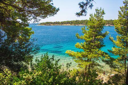 Photo pour Views of coastline from Komrcar city park in Rab town on Rab island, Croatia - image libre de droit