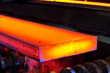 Photo pour hot steel on conveyor - image libre de droit