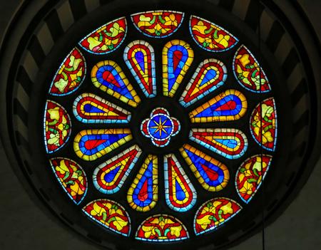 Foto de Stained Glass Round Window at the Basilica Santa Croce, Florence, Italy. - Imagen libre de derechos