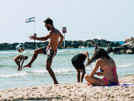 Photo pour Tel Aviv Israel May 31, 2019 View of unknown Israeli people having fun on the beach of Tel Aviv in the afternoon - image libre de droit