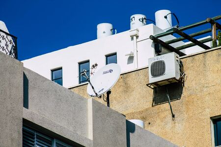 Photo pour Tel Aviv Israel January 23, 2020 View of a unit air conditioning on a facade of a building in the streets of Tel Aviv in the afternoon - image libre de droit