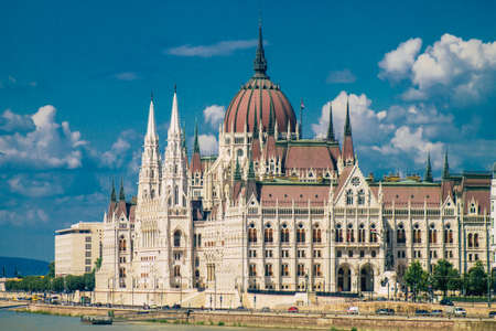 Foto de Budapest Hungary july 20, 2020 View of a historical building in the downtown area of Budapest, capital of Hungary and the most populous city of Hungary - Imagen libre de derechos
