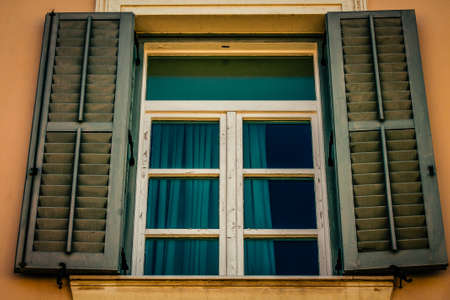 Photo pour View of the facade of an old house in Greece - image libre de droit