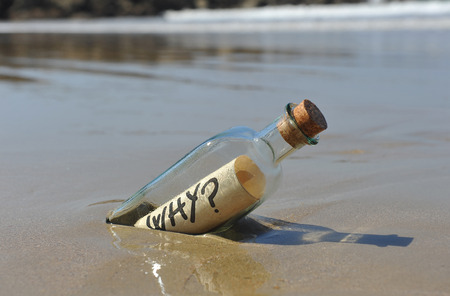 Photo pour Bottle with question, why? - image libre de droit