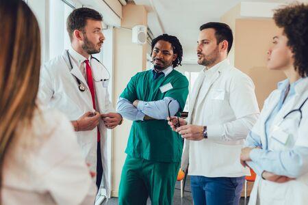 Photo pour Medical team discussing in the office. - image libre de droit