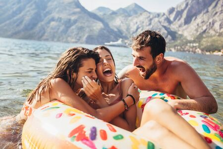 Photo pour Young trendy people having fun swimming in summer vacation - image libre de droit