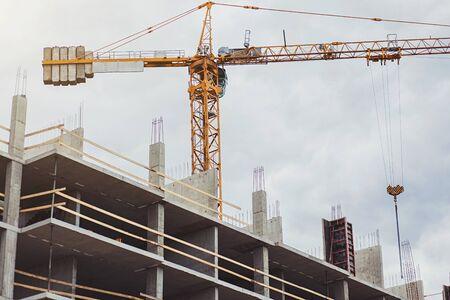 Photo pour construction site with crane for new home - image libre de droit