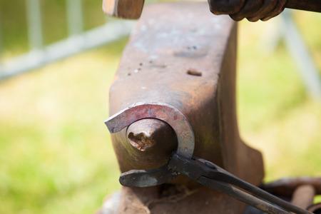 Photo pour make a horseshoe - image libre de droit