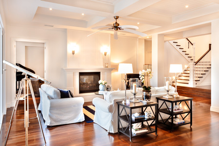 Photo pour Beautiful drawing room with glossy wooden floor and telescope at the window and white sofa - image libre de droit